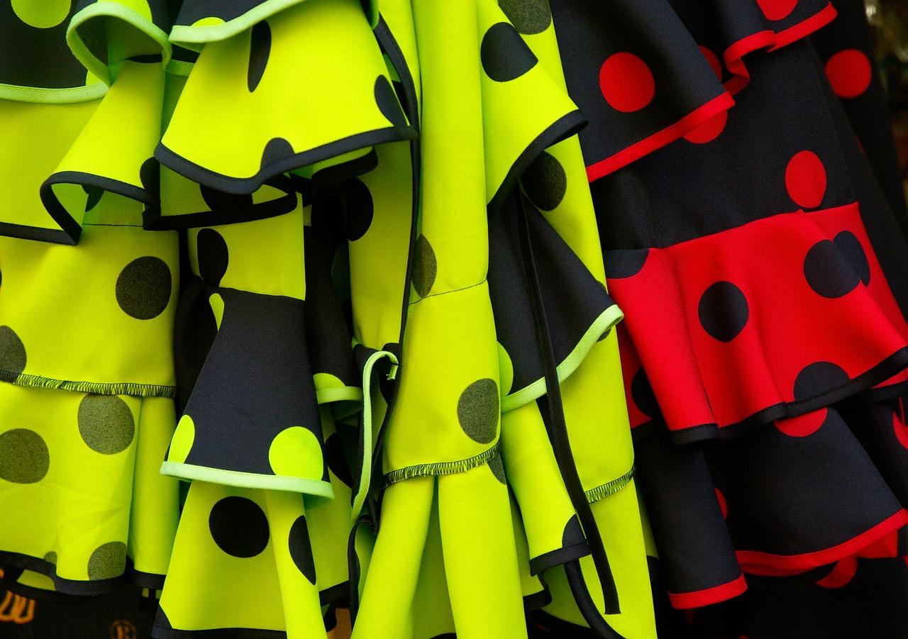 Sukienki xxl z falbanami nie do każdej sylwetki
